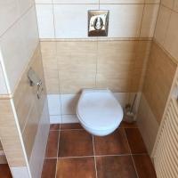 09.WC-hnědé