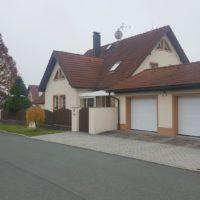 Prodej  rodinného domu s krytým bazénem v obci Zruč – Senec